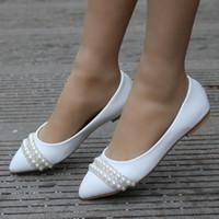 bequeme sexy schuhe weiß großhandel-Frauen Brautschuhe handgefertigte Dame Perle weiße Hochzeit Schuhe Wohnungen sexy bequeme weiße Perle Kleid Schuhe