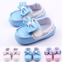 Barato Sapatas De Vestido Das Meninas Azuis-Atacado New Fashion Baby Girl Shoes Butterfly Bowknot Polk Dot Leather Mocassins superiores para sapatos de vestido Soft Sole Blue Pink White