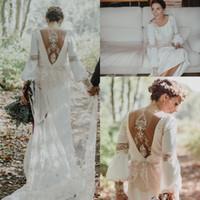 empire vintage spitze zurück hochzeitskleid großhandel-Vintage Boho Lose Langarm Brautkleider Jewel Neck Erstaunliche Spitze hohlen Back Country Bohemian Bridal Wedding Gown