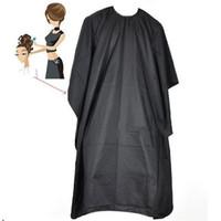 ropa de barbero al por mayor-Nuevo corte de pelo de peluquería Cloth Barberos Peluquería salón grande para adultos impermeable Cabo Negro Vestido Wrap Peluquería Cabo Vestido Wrap
