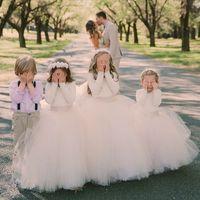 junioren fallen kleider großhandel-2017 Ballkleid Blumenmädchenkleider für Hochzeiten mit langen Ärmeln Tüll bodenlangen Herbst kleine Mädchen Brautkleider Junior Brautjungfernkleider
