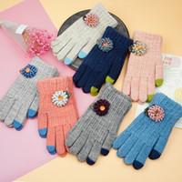 gants acryliques achat en gros de-2016 Nouveau Design Tricoté Gants Fleur Broderie Écran Tactile Gants pour Smartphone, Iphone iPad Chaud Automne Hiver Lady Lady 's patchwork