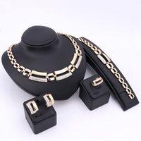 afrikanisches gold gefüllt großhandel-African Jewelry Set Vergoldet Gefüllt Weiß Nachgeahmte Saphir / Klar / Kristall Frauen Hochzeit Halskette Armband Ohrring Ring Retro