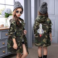 ingrosso giacca stile korea-Giacca invernale mimetica neonate caldo outwear stile coreano moda rocket rmbroidery cappotto lungo per le ragazze 120-160 cm