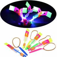 arrow el ilanı toptan satış-Flier Flyer LED Uçan LED İnanılmaz Ok Helikopter Uçan Şemsiye Çocuk Oyuncakları İnanılmaz Atış Işık-Up Paraşüt Hediyeler OOA2245
