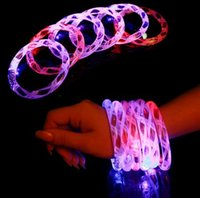 ingrosso braccialetti principali-12 Pz / lotto Multicolor LED lampeggiante braccialetto Light Up Acrilico Bangle per Party Bar Halloween, Chiristmas, Hot Dance Gift 2017 Nuovo