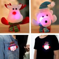 insignias de luz de navidad al por mayor-2017 Nuevo LED Broches de Navidad Snow man Santa Claus Elk Bear Pins Insignia Light Up Broche Regalo de Navidad Decoración del partido Juguete de los niños