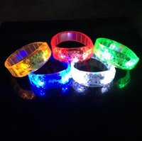 2017 Control de Sonido Led Parpadeante Pulsera Light Up Bangle Pulsera Música Activada Noche luz Club Actividad Party Bar Disco Animar juguete