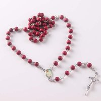 6 milímetros de vinho Red Wood Bead Necklace 20 polegadas Catholic Rosary Necklace Silver Christian Cross Pendant Necklace Melhor presente de natal