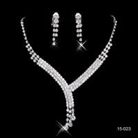 bilezikler mücevherleri toptan satış-Stokta sıcak Satış Ucuz Shinning Rhinestone Düğün Parti Küpe Bilezik Kolye Yüzük Jewel Kadınlar için Balo Akşam Ücretsiz Gemi Set 15023
