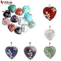 Cristallo di quarzo moda guarigione Punto Natural Love Hearted Forma femminile Chakra Pendente per la collana
