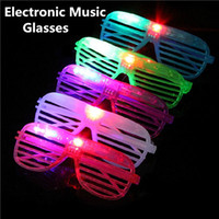 2017 Electron Music Luminous Glasses Party LED Shutter Glow Light Shades Light Flash Occhiali di Natale Favors Festival Compleanno Halloween