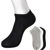 peúgas atléticas da tripulação venda por atacado-O tornozelo atlético do esporte do tornozelo do corte do Porco-Baixo dos homens / quarto do grupo golpeia o cinza branco preto