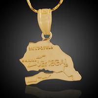 18k vergoldeter schmuck einzelhandel großhandel-Länder-Karten-Thema-hängender Senegal-18K reales Gold überzogener Messing-Charme, der Männer Frauen-Halsketten-Schmucksache-Entdeckungen Komponenten-Großverkauf herstellt