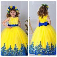 ingrosso abiti gialli per i bambini-Belle applicazioni di pizzo giallo Tulle pavimento-lunghezza Flower Girls Abiti Bowknot Torna pizzo blu prima comunione Custom Toddler usura formale