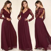 uzun kollu bordo gerdansız elbise toptan satış-Batı Ülke Tarzı Bordo Şifon Gelinlik Modelleri Bordo Dantel Uzun Kollu V Yaka Backless Plaj Düğün Elbiseleri Ucuz