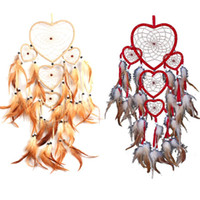 Venta al por mayor-Heart Dream Catcher marrón pared roja colgante con decoración de plumas de bolas ornamento