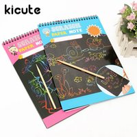 Atacado- Kicute Hot A4 Colorido Kids Paint Set Scratch Paper Black Notebook Magic Scratch Art Pintura Papel Com Wood Drawing Stick