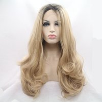 Natural Hairline Bouncy Layered Ombre Honey Blond Courts Brown Roots Bodywave synthétique résistant à la chaleur des cheveux Lace Front Wigs