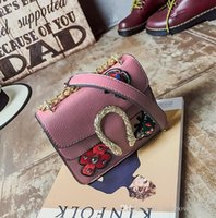 Wholesa Handbag Verão New Snake Lock Chain Pequeno Pão Embroidered Leather Shoulder Bag Tide Restaurando Ancient Ways O Snake Lock Mini Bag