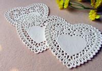 white heart lace doilies venda por atacado-Atacado-4 10.1cm forma do coração guardanapo branco oco Lace papel Coaster Doilies / Doyleys casamento decoração de mesa de Natal (200pcs / bag)