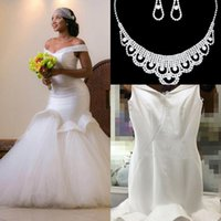 Wholesale modern gold necklace - 2017 Glamorous Beads Mermaid Backless Wedding Dresses Off-the-shoulder Dubai Arabic Bridal Gowns Custom Made Wedding Dresses Free Necklace