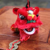 artesanías chinas de arte tradicional al por mayor-envío libre de China artes tradicionales león populares y artesanías de viento chino adornos colgantes monedas de la danza del león apoyos de teatro de la joyería 034