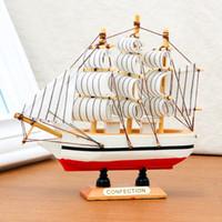 modelo de navio de barco de madeira venda por atacado-10 PCS Artesanal De Madeira Modelo de Navio Pirata Barcos à Vela Brinquedos Para Crianças Decoração de Casa não Removível