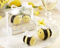 Wholesale Honeybee Shakers - 2pcs set Baby Shower Favor Honeybee Ceramic Salt And Pepper Shaker Mommy And Me Sweet As Can Bee Wedding Supplies wen4478