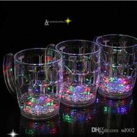 bierglas licht großhandel-Leuchtende Bier Tasse Bunte LED-Licht Kreative Wasser Sensing Becher Hohe Kapazität Weinglas Neuheit Geschenk Bar Liefert 6 9jc F