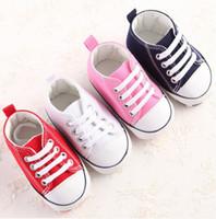 bebé suave suela de zapatos deportivos al por mayor-Bebé recién nacido Primeros andadores Zapatos Primavera Otoño Niños Niñas Niños Infant Toddler Clásico Deportes Zapatillas de deporte Suela suave Zapatos antideslizantes