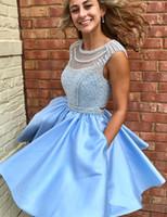 kristal boncuk tasarımı elbise toptan satış-2018 Yeni Tasarım Işık Sky Blue Kısa Mezuniyet Elbiseleri Kolsuz Boncuk Kristaller Tatlı Mini Kokteyl Elbiseleri Cepler Ile BA6980