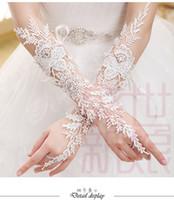 guantes largos de novia de marfil al por mayor-Gorgeous Luxury Ivory Longitud del codo Sin dedos de encaje Apliques Guantes de novia Guantes largos de novia con cristales