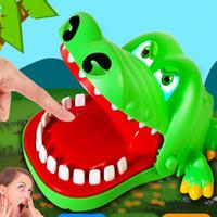 brinquedos boca grande venda por atacado-Brinquedos para crianças brinquedos dente de crocodilo grande boca vai morder os dedos brinquedo crocodilefree crianças novidade jogos brinquedos presente WX-T84
