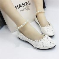 elfenbeinspitze für hochzeitsschuhe großhandel-Weiße flache Schuhe handgemachte Hochzeit Braut Hochzeit Schuhe Lace Pearl Armband Strap Perlen Brautjungfer Schuhe Elfenbein Brautschuhe Brautschuhe