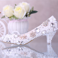 Wholesale Diamond Pearl Wedding Shoes - Luxurious Elegant Imitation Pearl Wedding Dress Shoes Bridal Shoes Crystal diamond 2 Inches Low Heel Woman Fashion Pumps Lady Dress Shoes
