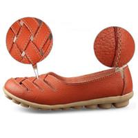 zapatos de deslizamiento de enfermería al por mayor-Cross Straps Women 39 s Zapatos planos Artificial Leather Causal Drive Shoes Sandalias de verano de primavera sandalias Slip-on White Zapatos de trabajo de enfermera