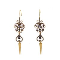 Полный Rhinestone Bejeweled Pearl Inlay Spike Stud Charm Statement Серьга Teardrop Heart Antique Gold Pattern Factory OEM ODM Оптовая продажа