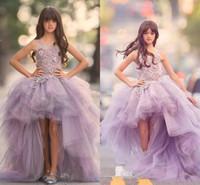 kızlar için lila elbiseleri toptan satış-2020 Yeni Ucuz Leylak Kabarık Kızlar Yarışması Elbise Prenses mücevher Boyun Dantel Aplikler Yüksek Düşük Uzunluk Çocuklar Çiçek Kız Elbise Doğum Önlükler