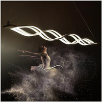 moderne pendelleuchte großhandel-Moderner minimalistischer geführter Kronleuchter-Wellen-hängendes Licht 40W / 80W führte hängende Lampen-Befestigung Esszimmer-Wohnzimmer-hängendes helles Metall + Acryl