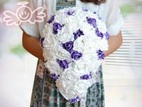 gelin düğün buketi mor toptan satış-Romantik Yapay Gözyaşı Gelin Düğün Buketleri Ile İnciler Beyaz Ve Mor Gül Çiçekler Gelin Nedime Için Yeni Tasarım Sıcak Satış