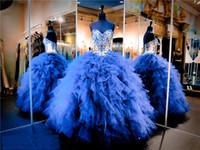 kraliyet askısız quinceanera elbiseleri toptan satış-Straplez Sevgiliye El Boncuk Kraliyet Mavi Ve Çıplak Quinceanera Elbiseler Ruffed Organze Abiye Pageant elbise