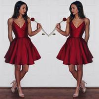 red mini heimkehr kleid großhandel-Dark Red Short Party Kleider Tiefem V-Ausschnitt Eine Linie Satin Günstige Homecoming Kleid Low Back Sexy Short Prom Kleider Mädchen Formelle Kleidung