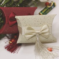 Wedding Atacado-europeu Champagne Red Pillow Box Set de 100 Papel ondulado Favor Boxes com borlas gravata borboleta
