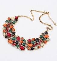 colliers garcon vert gemme achat en gros de-Fashion Bib Choker Collier Fluorescence vert Couleurs Crystal Gem Flower Drop For Women Statement Collier