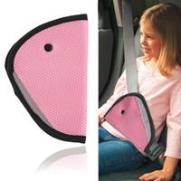 cinturones de seguridad de coche rojo al por mayor-Triángulo Correas de seguridad para el automóvil del bebé Accesorios de clip de ajuste Protector para niños Color ROJO color rosado enviar
