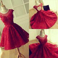 eve dönüş için kısa kırmızı elbiseler toptan satış-Kırmızı Dantel Gelinlik Modelleri Modeat Jewel Sheer Boyun Çizgisi Cap Kollu Kısa Parti Elbiseler Akşam Aşınma Geri Aç Hollow Homecoming Elbise