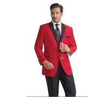 costume noir revers en satin achat en gros de-2016 Custom Design deux boutons smokings de marié rouge noir entaille revers garçons d'honneur hommes costumes de mariage (veste + pantalon + cravate)