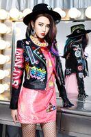 ingrosso giacche femminili trasporto libero-2017 più nuovo di alta qualità delle donne delle signore femminile punk rivetto Graffiti badge moto breve Locomotiva giacche di pelle outwear spedizione gratuita