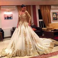ingrosso abiti da sposa arabi oro-Abiti da sposa tradizionali africani 2017 oro applique in rilievo formale maniche lunghe abiti da sposa organza sweep treno arabo abiti